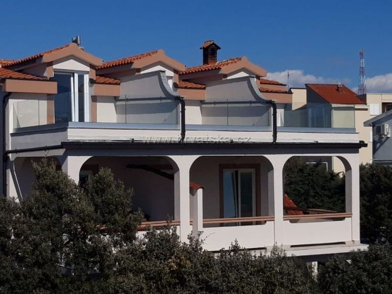 Apartamenty Mandre Karas